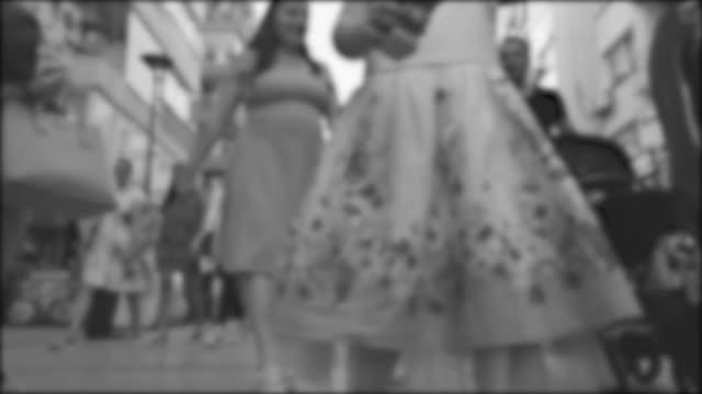people waiting at pedestrian vehicle crossing - viraggio monocromo video stock e b–roll