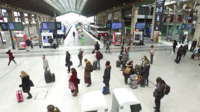 people waiting for trains at gare du nord station in paris. president macron announced on monday march 16 that the fight against coronavirus requires... - bahnreisender stock-videos und b-roll-filmmaterial