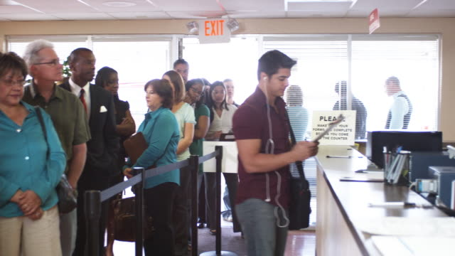 ms, pan, people waiting in line at unemployment office, phoenix, arizona, usa - fare la fila video stock e b–roll