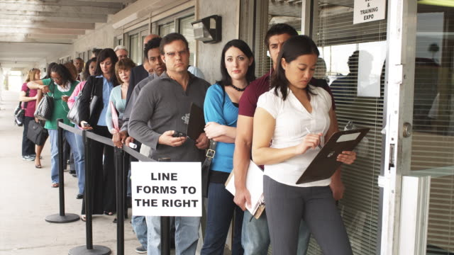 vídeos de stock, filmes e b-roll de ms, people waiting in line at unemployment office, phoenix, arizona, usa - esperar na fila