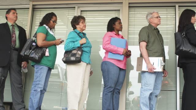 stockvideo's en b-roll-footage met ms, la, people waiting in line at unemployment office, phoenix, arizona, usa - mensen op een rij