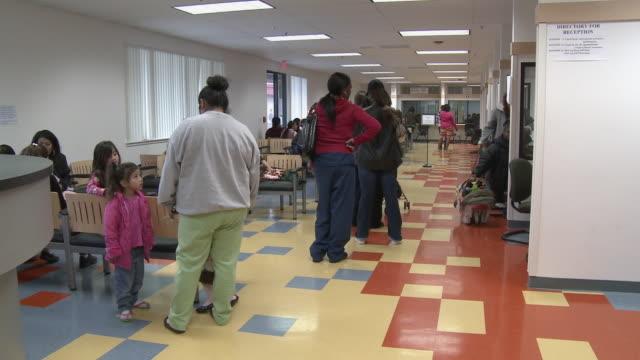 vídeos y material grabado en eventos de stock de people waiting in line in job center office/ antioch california usa/ audio - servicios sociales