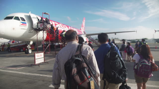 people waking into a plane at manila ninoy aquino international airport - entering stock videos & royalty-free footage