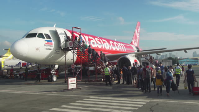 people waking into a plane at manila ninoy aquino international airport - getting on stock videos & royalty-free footage