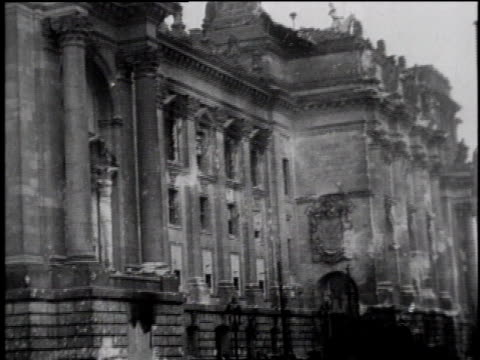 vidéos et rushes de ws people walk near reichstag in berlin / ws russian troops in berlin the brandenburg gate in background / berlin germany - 1945