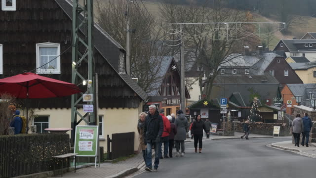 people walk on the main street among shops selling locallyproduced traditional wooden christmas figurines and ornaments on november 26 2019 in... - menschliche siedlung stock-videos und b-roll-filmmaterial