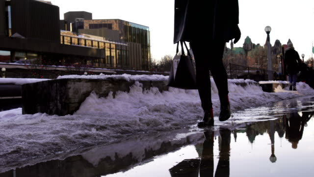 people walk on the path, the backdrop of the sunset of the ottawa capitol hill。 - ottawa stock videos and b-roll footage