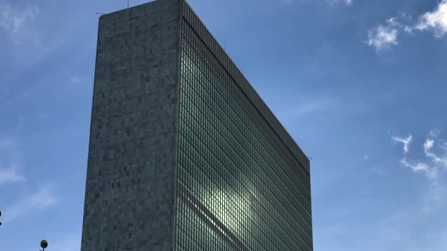 people walk past the united nations headquarters on september 26 2018 in new york city world leaders gathered for the 73rd annual meeting at the un... - 本部点の映像素材/bロール