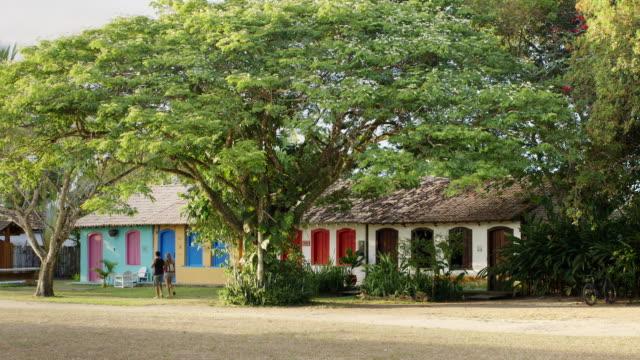 vídeos y material grabado en eventos de stock de ms people walk through the quadrado in trancoso / trancoso, brazil - colonial