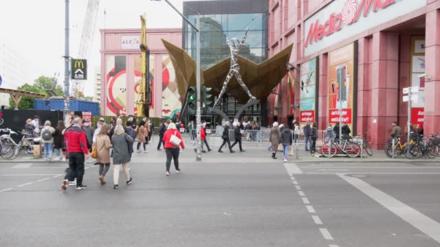 people walk with protective face masks to the shopping mall alexa and media markt department store next to alexanderplatz on may 16 in berlin,... - アレクサンダープラッツ点の映像素材/bロール