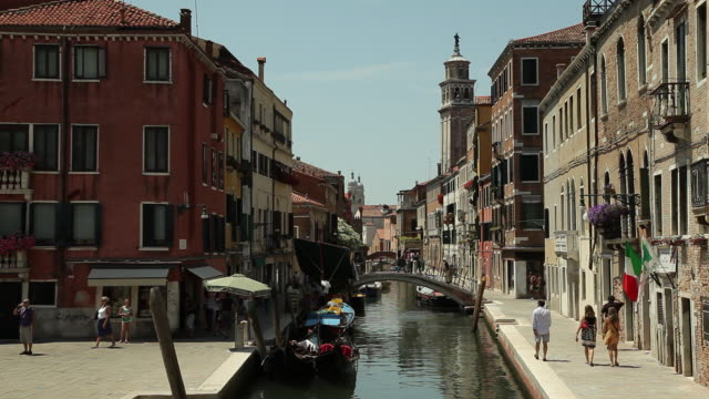 ws people walking across arch bridge over narrow canal / venice, italy - arch bridge stock videos & royalty-free footage
