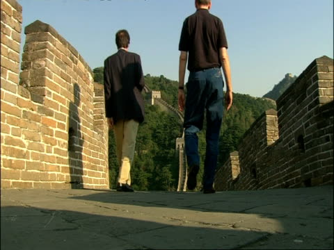 people walking along great wall of china, low angle, mutianyu, china - mutianyu stock videos & royalty-free footage