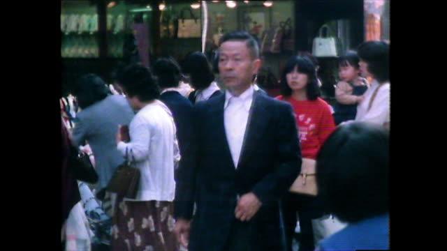 people walking and daily life in nagasaki; 1981 - 1980~1989年点の映像素材/bロール