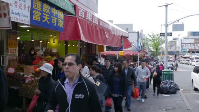vídeos y material grabado en eventos de stock de people walking and shopping in flushing, queens, new york city - flushing