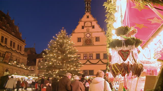 ms people walking around christmas tree at market / rothenburg o.d. tauber, bavaria, germany - rothenburg stock videos and b-roll footage