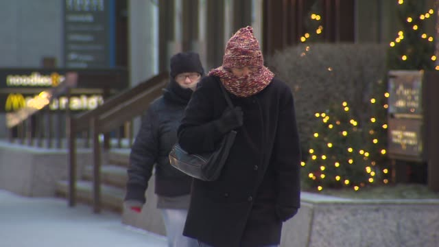 people walking around downtown chicago in the winter on december 24 2013 in chicago illinois - warm clothing stock videos & royalty-free footage