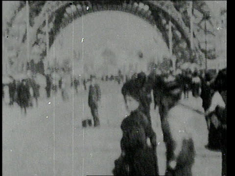 1900 tu people walking around eiffel tower / paris, france - aufnahme von unten stock-videos und b-roll-filmmaterial