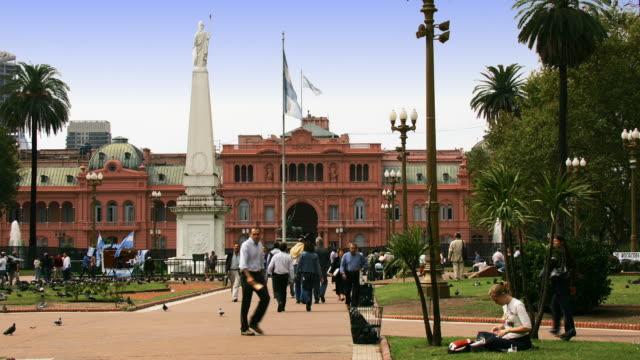 T/L, MS, People walking around La Casa Rosada, Plaza de Mayo, Buenos Aires, Argentina