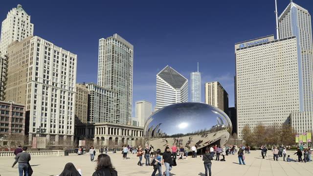 T/L WA People walking around Millenium Park / Chicago, Illinois, USA