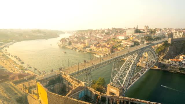 dom luís 私橋、ポルト、ポルトガルを歩いて t/l 人 - ポルトガル点の映像素材/bロール