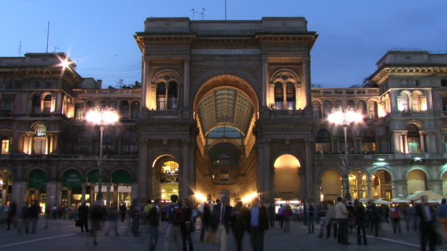 t/l, ms, people walking at galleria vittorio emanuele ii at dusk, piazza del duomo, milan, lombardy, italy - galleria vittorio emanuele ii stock videos and b-roll footage