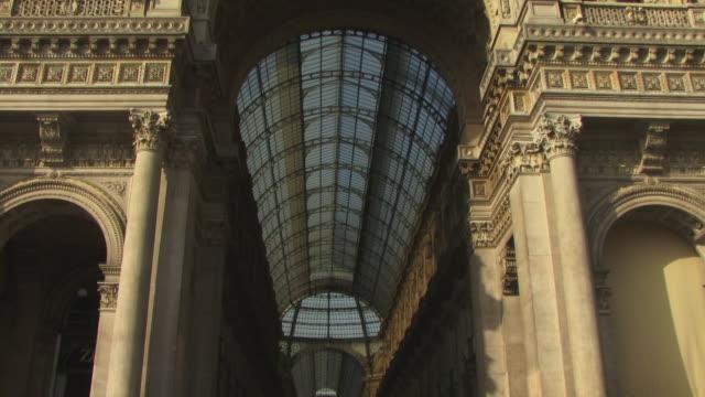 ms, tu, la, people walking at galleria vittorio emanuele ii, piazza del duomo, milan, lombardy, italy - piazza del duomo milan stock videos and b-roll footage