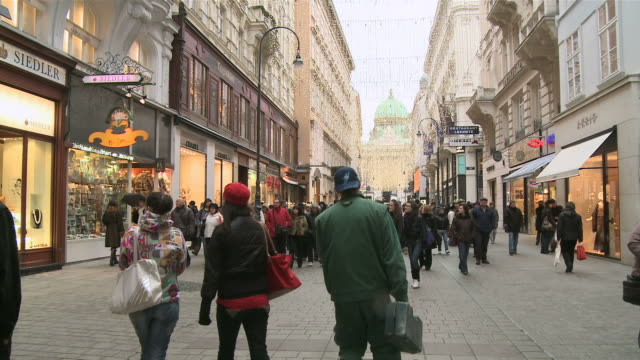 ws people walking at kohlmarkt in christmas time / vienna, austria - austria stock videos and b-roll footage