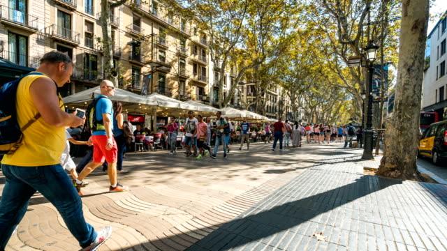 T/L människor gå på La Rambla, Barcelona, Spanien