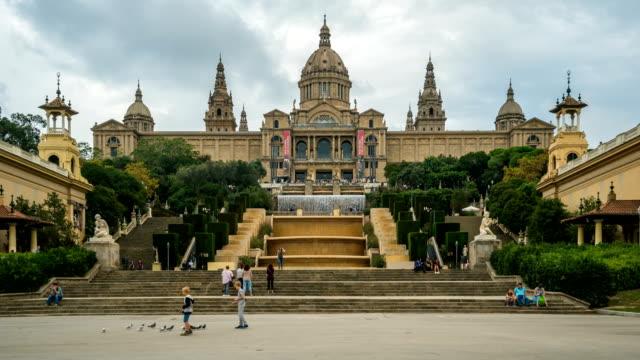 vídeos de stock e filmes b-roll de t/l people walking at palau nacional, barcelona, spain - museu