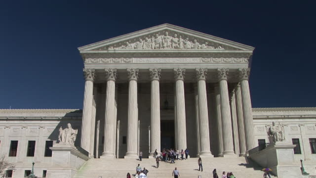 ms, people walking at united states supreme court building, washington, dc, washington, usa - oberstes bundesgericht der usa stock-videos und b-roll-filmmaterial