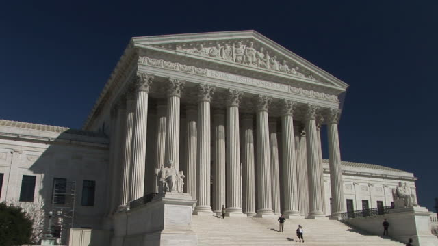ms, people walking at united states supreme court building, washington, dc, washington, usa - ペディメント点の映像素材/bロール