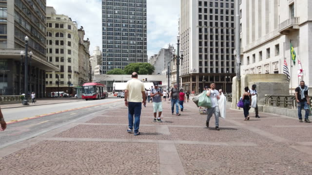 "people walking at ""viaduto do cha"" in sao paulo city - fasting activity stock videos & royalty-free footage"