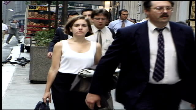 stockvideo's en b-roll-footage met people walking down street in nyc - wall street lower manhattan