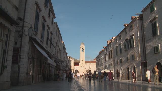 ws people walking down street in the stradun/ dubrovnik, dalmatia - unknown gender stock videos & royalty-free footage