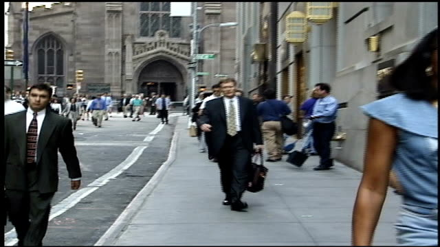 stockvideo's en b-roll-footage met people walking down wall street - wall street lower manhattan
