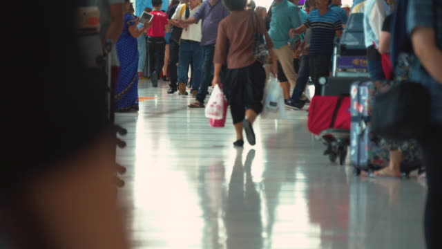 People Walking in Airport (Real Time)