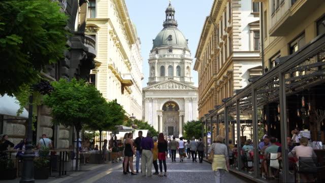 stockvideo's en b-roll-footage met people walking in budapest zrínyi utca - boedapest