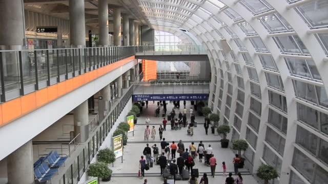 ws ha people walking in chek lap kok international airport / hong kong, china - hong kong international airport stock videos & royalty-free footage