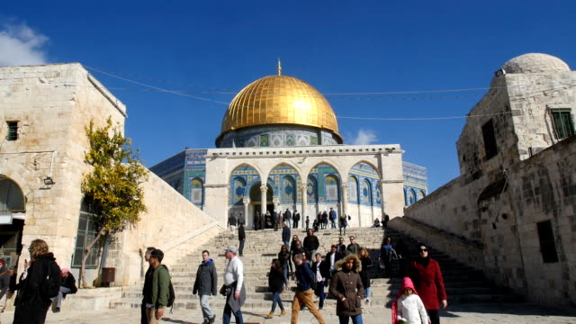 people walking in front of dome of the rock/ jerusalem old city - jerusalem stock videos & royalty-free footage