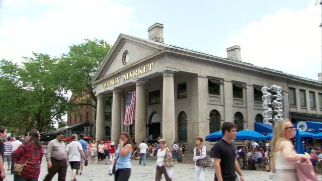 vídeos y material grabado en eventos de stock de ws people walking in front of quincy market building in faneuil hall marketplace / boston, massachusetts, usa - boston massachusetts
