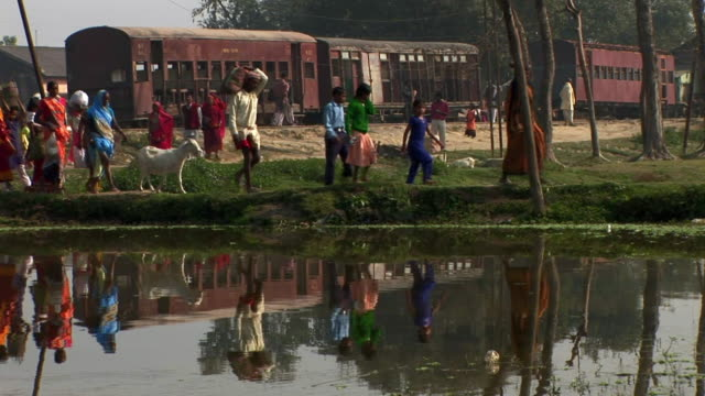 people walking in janakpur, nepal - dhoti video stock e b–roll