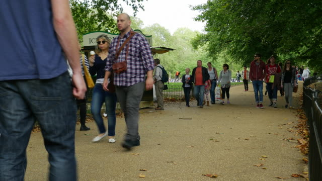 people walking in london st james's park - city break stock videos and b-roll footage