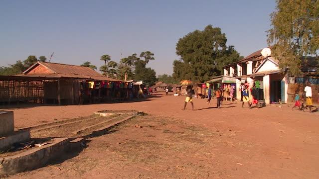 people walking in madagascar - madagaskar stock-videos und b-roll-filmmaterial