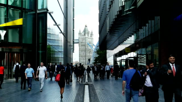 people walking in more london area (4k/uhd to hd) - international landmark stock videos & royalty-free footage
