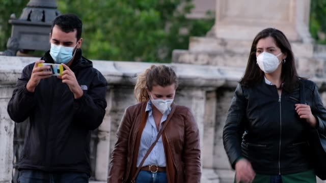 people walking in ponte sant'angelo authorities in rome and the surrounding lazio region have ordered that masks must be worn when in public... - ponte stock-videos und b-roll-filmmaterial