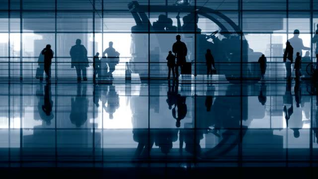 Menschen zu Fuß, Bahnhof lobby