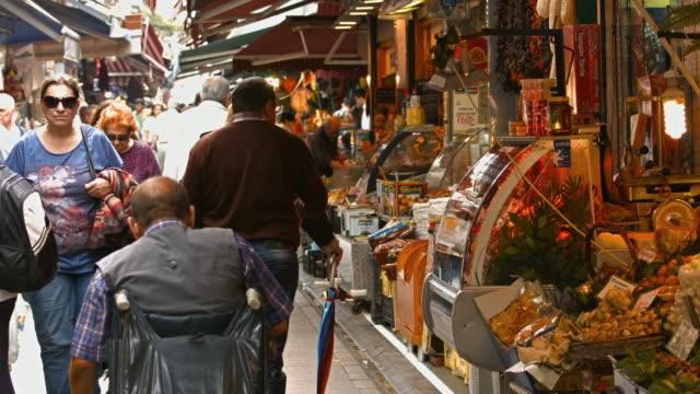 stockvideo's en b-roll-footage met 4k: mensen lopen in de bazaar - istanboel