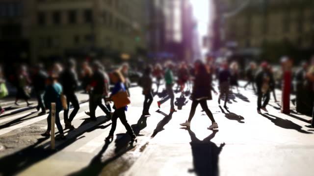 vídeos y material grabado en eventos de stock de people walking in the city. silhouette of pedestrians. crowded urban street. - paso de cebra