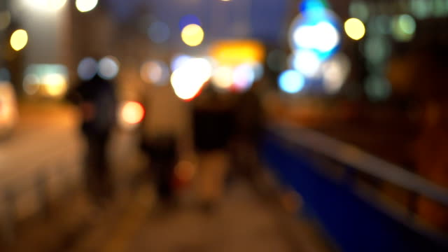 Mensen lopen in de stad