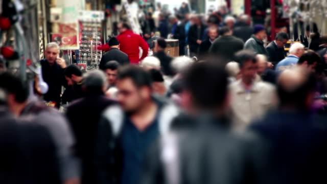 menschen gehen in der masse karaköy street, eminonu, istanbul - stock video - mob stock-videos und b-roll-filmmaterial